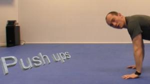 Personlig trener i bodø viser pushups
