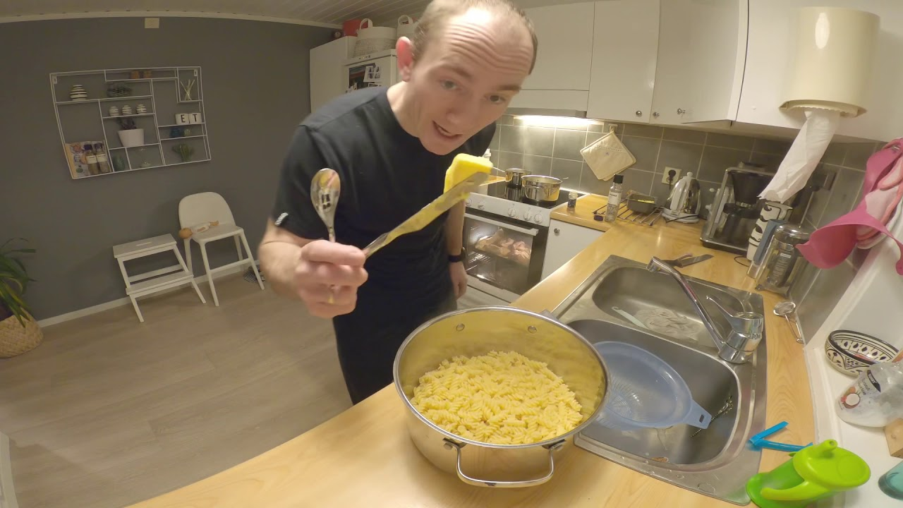 Enkle middager (kyllingfilet, pasta og ostesaus)
